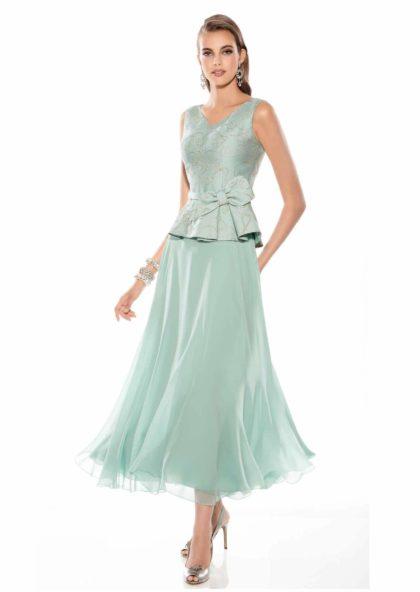 falda de tul y cuerpo brocado de fiesta en azul
